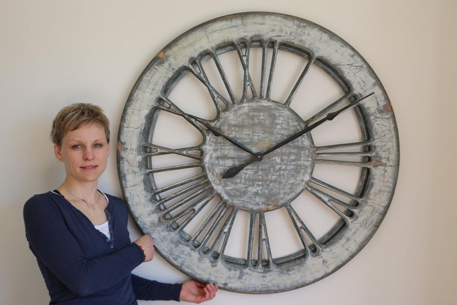Skeleton Clock Shabby Chic White 900x600