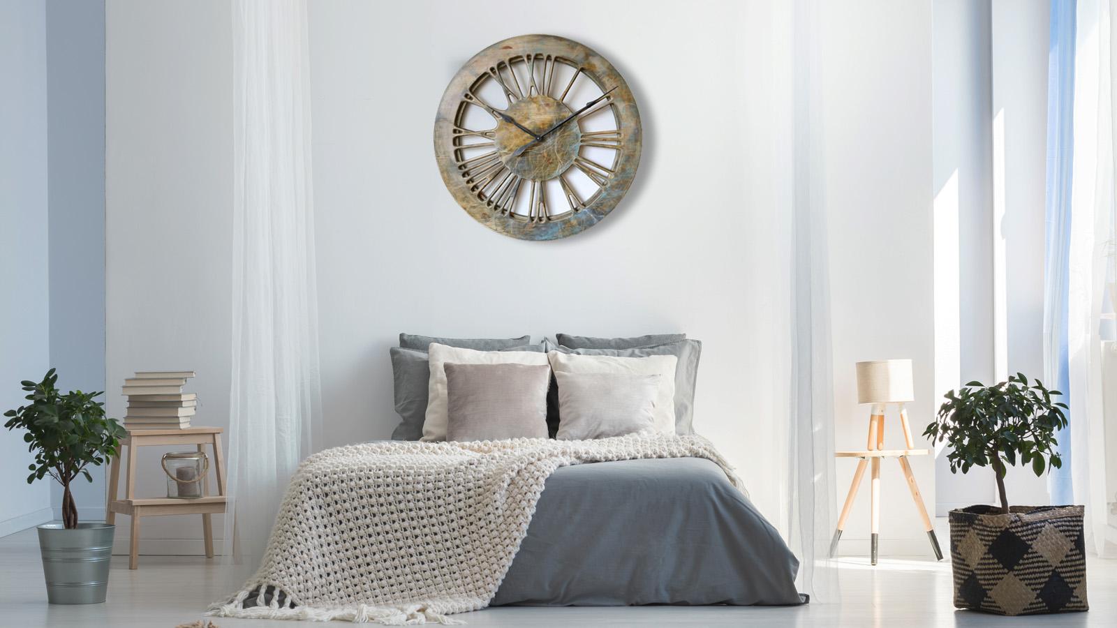 sch ne wanduhren in verschiedenen inneneinrichtungen gezeigt. Black Bedroom Furniture Sets. Home Design Ideas