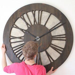 zegar rzymski na ścianę
