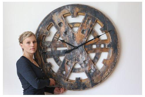 duże zegary ścienne w stylu industrialnym