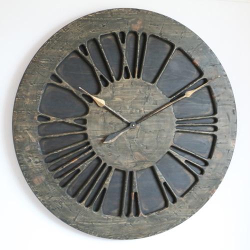 Duży zegar ścienny do sypialni w stylu rustykalnym