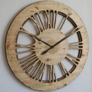 Duży zegar drewniany na ścianę