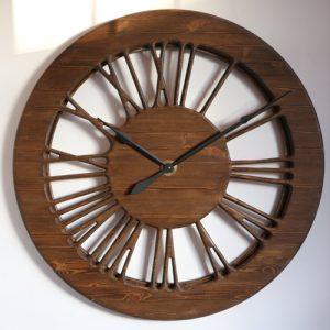 Piękny zegar ozdobny vintage wykonany z drewna