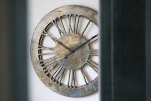Extra große, beeindruckende, zeitgenössische Statement-Uhr. Handgefertigt und handbemalt 100 cm