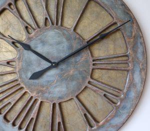 Wielki zegar ścienny do salonu