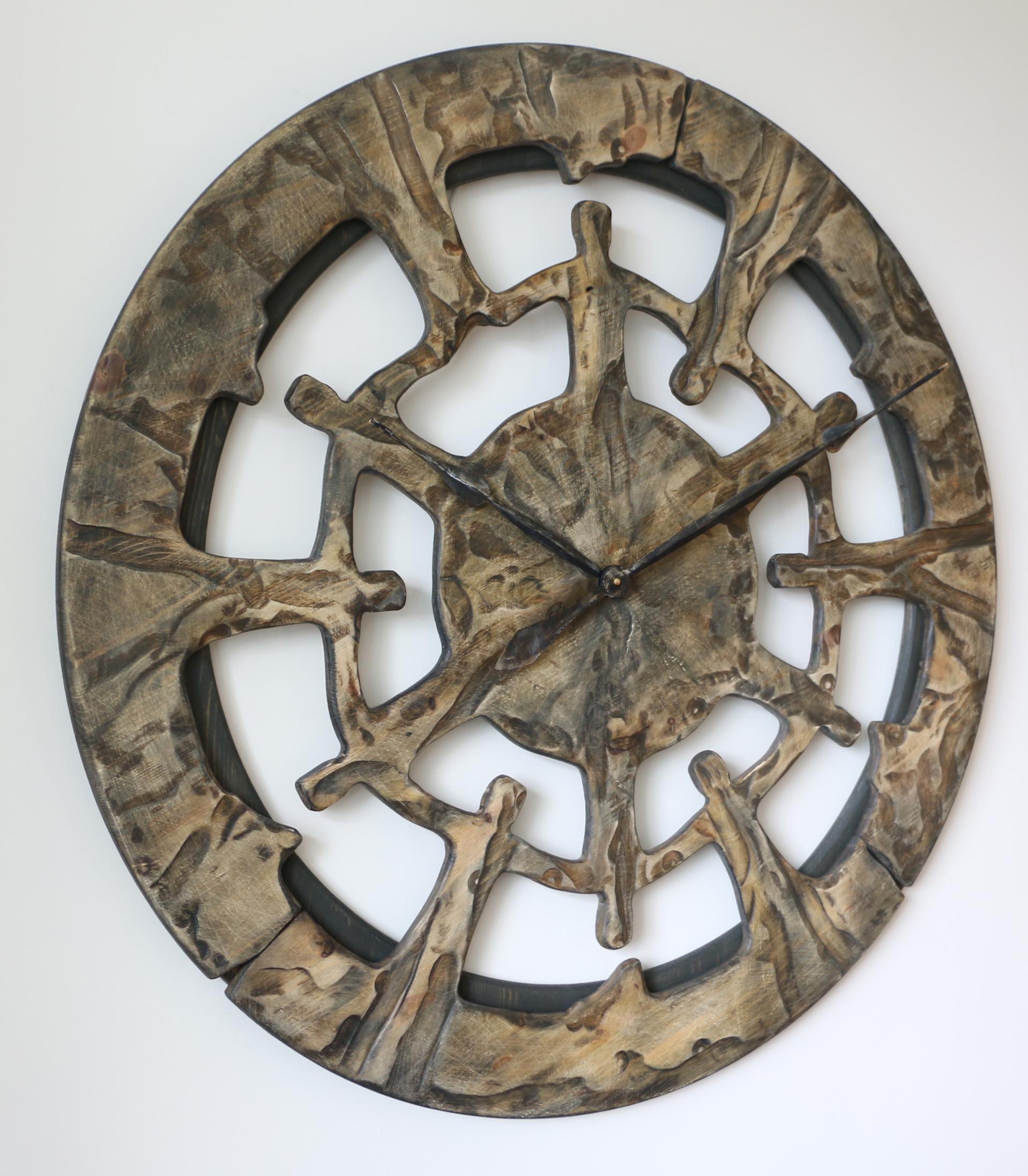 AuBergewohnlich Riesengroße Handgefertigte Wanduhr Aus Holz, Ansicht Von Links