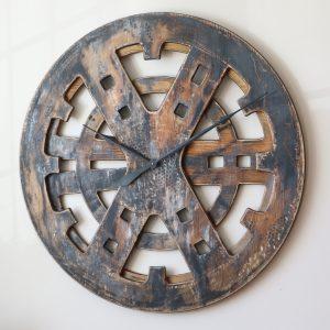 Drewniany Zegar Industrialny z bliska