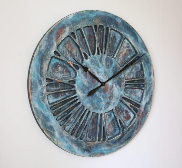 Große, handgefertigte, hölzerne Wanduhr mit römischen Ziffern in Übergröße - Mitternachts-Blues