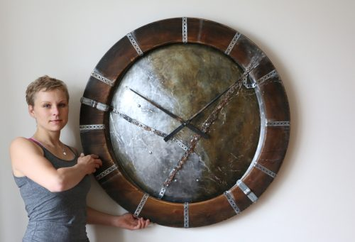 bardzo duży zegar industrialny