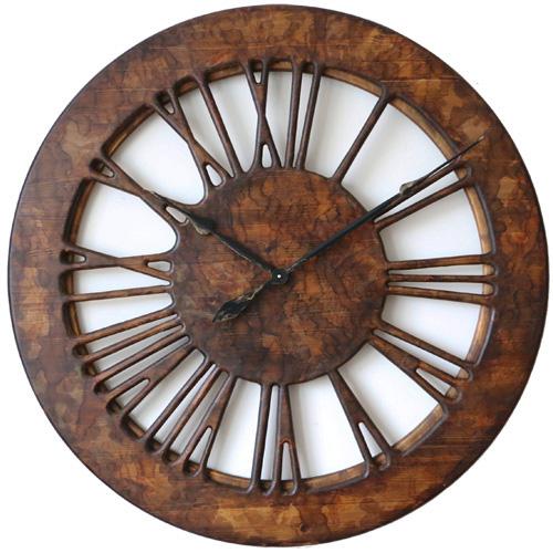 Przód ściennego zegara w stylu vintage