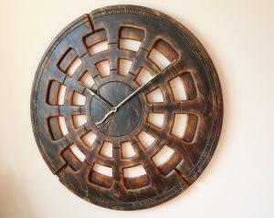 Wohnzimmer-Wanduhr aus Holz