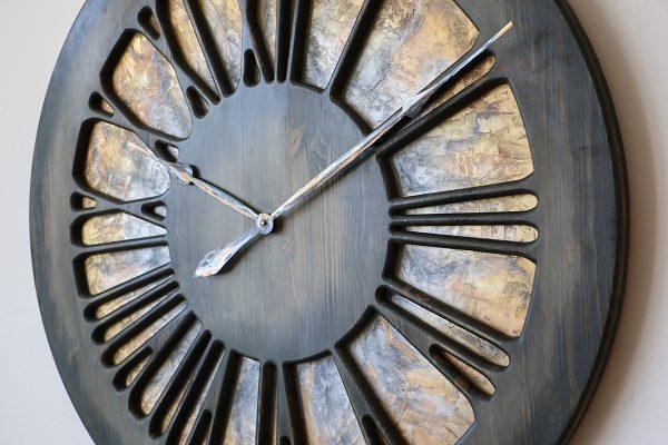 Artystyczny Zegar Ścienny z drewna