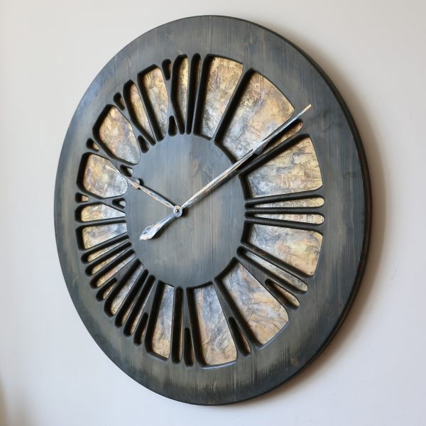 Artystyczny Zegar Ścienny z cyframi rzymskimi
