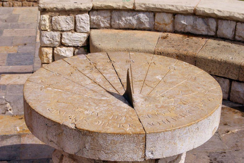 sun dial clock